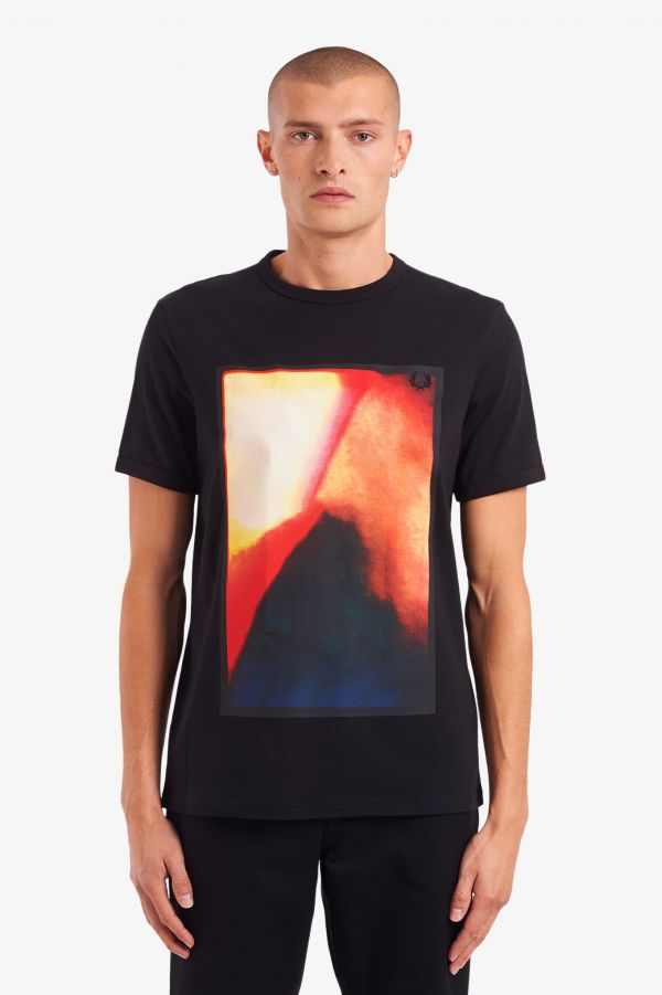 Camiseta con estampado abstracto