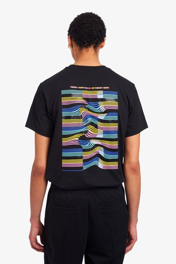 T-shirt estampada com onda abstrata